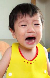 泣く子 食事エプロン