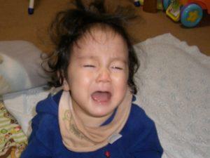 泣く1歳児