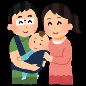赤ちゃんを抱っこする夫婦