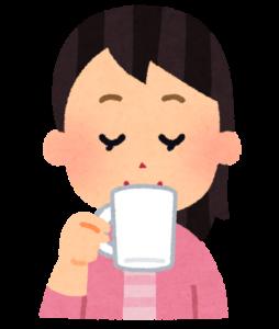 お茶休憩の女性
