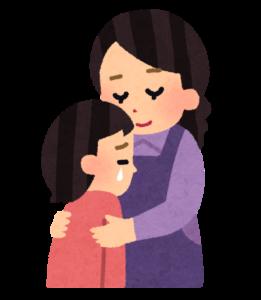 泣いている子を抱きしめる母