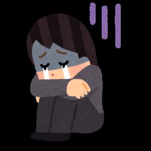 落ち込んで泣いている女性